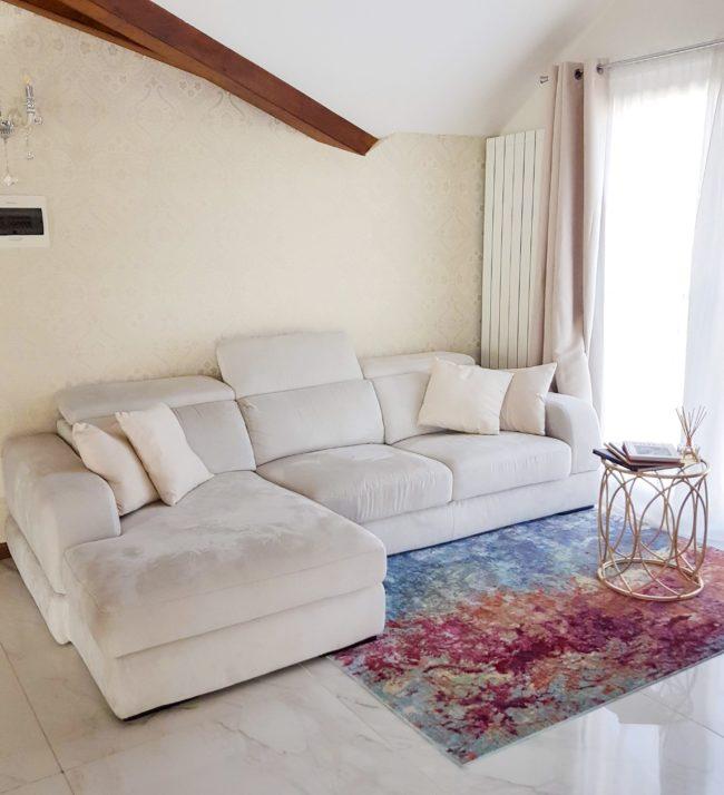 Bilocale in stile total white
